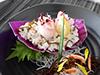 活モズクと鯛の舟寿司の写真