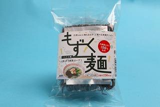 イトサン株式会社商品情報 - もずく麺(イカスミ入り) あっさり豚骨スープ 1食分